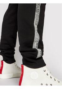 Versace Jeans Couture Spodnie dresowe Tape Logo 71GAA3B7 Czarny Regular Fit. Kolor: czarny. Materiał: dresówka