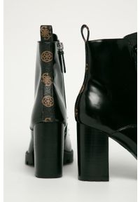 Czarne botki Guess Jeans z okrągłym noskiem, na zamek, z cholewką