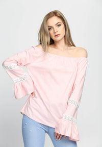 Born2be - Różowa Bluzka Espana. Okazja: na co dzień. Kolor: różowy. Materiał: tkanina, koronka, materiał. Długość rękawa: długi rękaw. Długość: długie. Wzór: koronka, aplikacja. Sezon: lato, wiosna. Styl: elegancki, casual