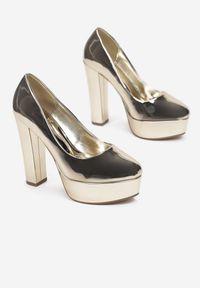 Renee - Złote Czółenka Stedoc. Nosek buta: okrągły. Zapięcie: bez zapięcia. Kolor: złoty. Materiał: lakier. Obcas: na platformie. Styl: wizytowy, elegancki