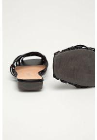 Czarne klapki Answear Lab z okrągłym noskiem, wakacyjne