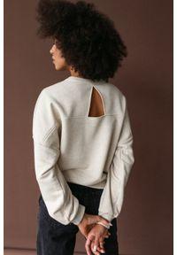 Marsala - Bluza damska typu regular fit z wycięciem na plecach BEIGE z tkaniny bawełnianej z LNEM - BROOKLYN BY MARSALA. Materiał: bawełna, len, tkanina. Wzór: gładki