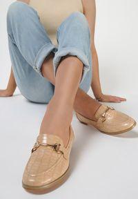 Renee - Beżowe Mokasyny Barnard. Nosek buta: okrągły. Zapięcie: bez zapięcia. Kolor: beżowy. Materiał: skóra, materiał. Szerokość cholewki: normalna. Obcas: na obcasie. Wysokość obcasa: niski