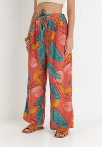 Born2be - Łososiowe Spodnie Szerokie Korda. Stan: podwyższony. Kolor: różowy. Materiał: materiał, guma. Długość: długie. Wzór: gładki, paski, aplikacja. Sezon: lato