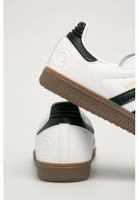 Białe sneakersy adidas Originals z cholewką, z okrągłym noskiem, na sznurówki