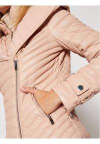 Różowa kurtka skórzana Guess