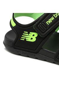 New Balance - Sandały NEW BALANCE - YOSPSDKL Czarny. Kolor: czarny. Materiał: materiał. Sezon: lato