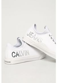 Białe tenisówki Calvin Klein Jeans na obcasie, z cholewką