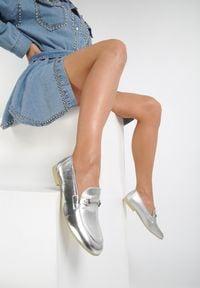 Renee - Srebrne Mokasyny Crimson. Nosek buta: szpiczasty. Zapięcie: bez zapięcia. Kolor: srebrny. Materiał: skóra. Obcas: na obcasie. Wysokość obcasa: niski