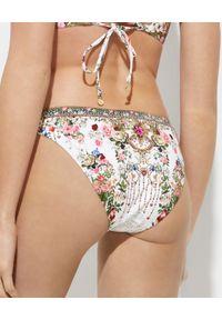 Camilla - CAMILLA - Dół od bikini w kwiaty. Stan: obniżony. Kolor: biały. Materiał: tkanina, materiał. Wzór: kwiaty