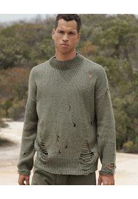ONETEASPOON - Sweter z dziurami khaki. Kolor: zielony. Materiał: materiał. Wzór: ze splotem