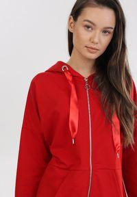 Czerwona bluza rozpinana Born2be