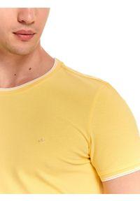 Żółty t-shirt TOP SECRET na lato, w kolorowe wzory