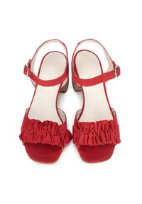 Wittchen - Damskie sandały zamszowe z marszczeniem. Zapięcie: pasek. Kolor: czerwony. Materiał: skóra, zamsz. Wzór: aplikacja. Sezon: lato. Obcas: na obcasie. Wysokość obcasa: średni
