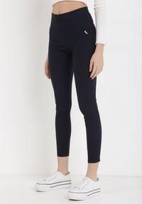 Born2be - Granatowe Spodnie Skinny Sachael. Kolor: niebieski