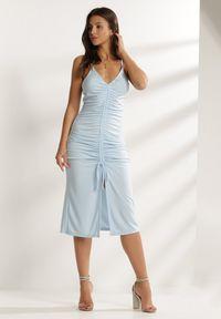 Renee - Jasnoniebieska Sukienka Usinsya. Kolor: niebieski. Materiał: dzianina. Długość rękawa: na ramiączkach. Typ sukienki: bodycon. Długość: midi