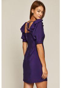 Fioletowa sukienka medicine rozkloszowana, casualowa, z dekoltem karo, na co dzień