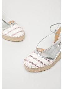 Białe sandały Karl Lagerfeld na sznurówki, z okrągłym noskiem