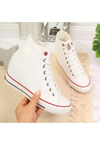 Trampki na koturnie białe Cross Jeans II2R4024C. Kolor: biały. Materiał: skóra ekologiczna. Sezon: lato. Obcas: na koturnie