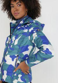 Born2be - Niebieska Kurtka Cason. Kolor: niebieski. Materiał: tkanina. Długość rękawa: długi rękaw. Długość: długie. Wzór: moro