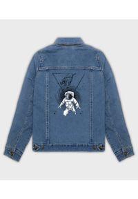 MegaKoszulki - Kurtka jeansowa damska Astro Secrets. Materiał: jeans. Wzór: nadruk. Sezon: wiosna. Styl: klasyczny