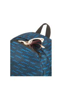 Niebieski plecak AMERICAN TOURISTER w kolorowe wzory
