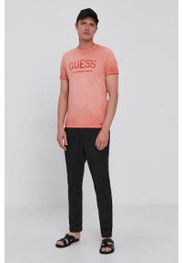 Guess - T-shirt. Okazja: na co dzień. Kolor: różowy. Materiał: bawełna, dzianina. Wzór: nadruk. Styl: casual