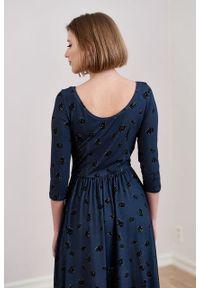 Marie Zélie - Sukienka Limosa Cone granatowa. Kolor: niebieski. Materiał: wiskoza, dzianina, materiał, elastan. Długość: midi