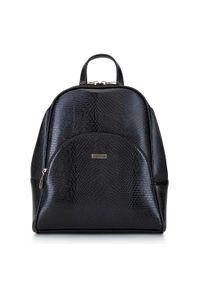Wittchen - Damski plecak o zaokrąglonych liniach. Kolor: czarny. Materiał: skóra ekologiczna. Wzór: gładki. Styl: elegancki