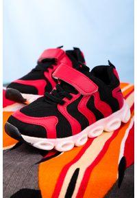 Casu - czerwone buty sportowe na rzep casu 204/26m. Zapięcie: rzepy. Kolor: czerwony