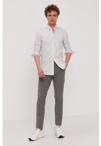 BOSS - Boss - Koszula Boss Casual. Okazja: na co dzień. Typ kołnierza: button down. Kolor: biały. Materiał: tkanina. Długość rękawa: długi rękaw. Długość: długie. Styl: casual
