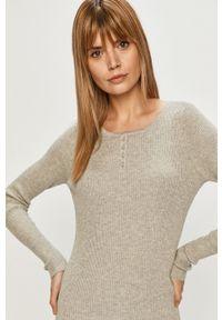 only - Only - Sweter. Kolor: szary. Materiał: dzianina, poliester. Długość rękawa: długi rękaw. Długość: krótkie