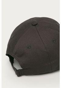 Szara czapka z daszkiem adidas Originals z aplikacjami