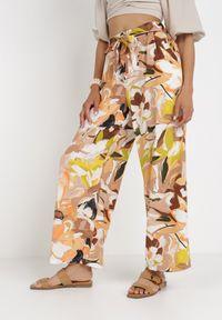 Born2be - Beżowe Spodnie Avagana. Kolor: beżowy. Długość: długie. Wzór: nadruk, paski, kolorowy