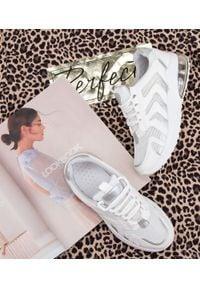 Buty sportowe N/M BM-588 Białe. Okazja: na co dzień. Kolor: biały. Materiał: guma, tkanina. Obcas: na obcasie. Wysokość obcasa: niski