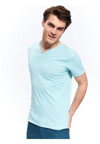 Turkusowy t-shirt TOP SECRET z aplikacjami