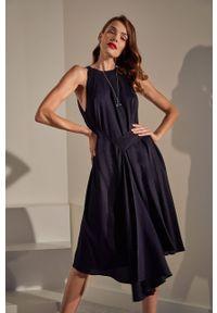 Sukienka Answear Lab prosta, bez rękawów, z okrągłym kołnierzem