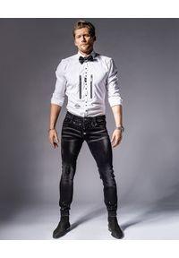 GUNS & TUXEDOS - Biała koszula z suwakami Dandy Rocker 1. Typ kołnierza: kołnierzyk klasyczny. Kolor: biały. Materiał: bawełna, jeans. Wzór: haft. Styl: klasyczny, rockowy