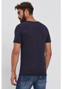 Guess - T-shirt. Okazja: na co dzień. Kolor: niebieski. Materiał: dzianina. Wzór: gładki. Styl: casual