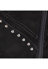 Eva Longoria - Kozaki EVA LONGORIA - EL-06-01-000037 101. Kolor: czarny. Materiał: skóra, zamsz. Szerokość cholewki: normalna. Sezon: zima, jesień. Obcas: na obcasie. Styl: elegancki. Wysokość obcasa: średni