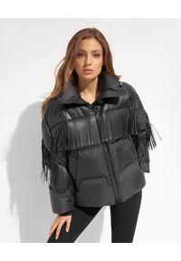 Ermanno Firenze - ERMANNO FIRENZE - Czarna kurtka puchowa z frędzlami. Kolor: czarny. Materiał: puch. Długość rękawa: długi rękaw. Długość: długie. Wzór: aplikacja