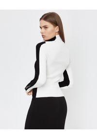 OFF-WHITE - Dwukolorowy sweter z golfem. Typ kołnierza: golf. Kolor: czarny. Materiał: materiał. Długość rękawa: długi rękaw. Długość: długie. Wzór: aplikacja. Styl: elegancki