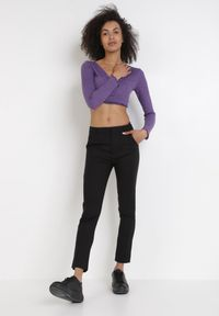 Born2be - Czarne Spodnie Physarane. Kolor: czarny. Długość: długie. Styl: elegancki