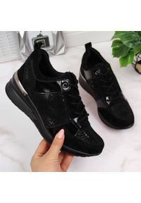 Filippo - Sneakersy skórzane damskie na koturnie czarne FIlippo. Kolor: czarny. Materiał: skóra. Szerokość cholewki: normalna. Obcas: na koturnie