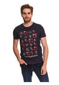 TOP SECRET - T-shirt z nadrukiem świątecznym. Okazja: na co dzień. Kolor: niebieski. Materiał: bawełna. Długość rękawa: krótki rękaw. Długość: krótkie. Wzór: nadruk. Sezon: zima. Styl: wizytowy