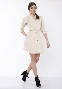 e-margeritka - Sukienka mini koszulowa na guziki beżowa - 42. Typ kołnierza: kołnierzyk stójkowy. Kolor: beżowy. Materiał: materiał, poliester. Typ sukienki: koszulowe. Długość: mini