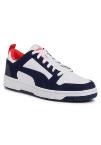 Sneakersy PUMA - Rebound LayUp Lo Sd 370539 05 Puma White/Peacoat/Red. Kolor: biały, wielokolorowy, niebieski. Materiał: skóra, skóra ekologiczna, zamsz. Szerokość cholewki: normalna. Styl: klasyczny