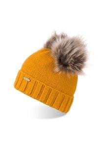 BRODRENE - Czapka damska zimowa z polarem i pomponami Brodrene CZ22 miodowa. Kolor: pomarańczowy. Materiał: materiał. Sezon: zima. Styl: elegancki