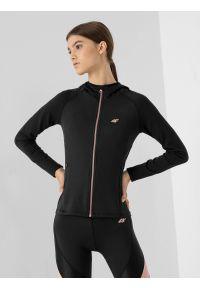 4f - Bluza treningowa rozpinana z kapturem damska. Typ kołnierza: kaptur. Kolor: czarny. Materiał: włókno, dzianina. Długość rękawa: raglanowy rękaw
