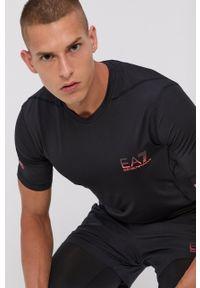 EA7 Emporio Armani - T-shirt. Kolor: czarny. Materiał: dzianina, materiał. Wzór: nadruk. Styl: sportowy